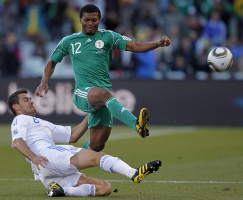 Mundial 2010: Grécia vs Nigéria (EPA/YURI KOCHETKOV)