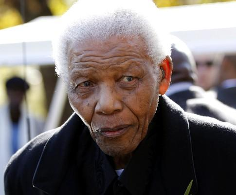 Nelson Mandela no funeral da bisneta (Reuters)
