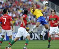 Mundial 2010: Portugal vs Brasil (EPA/DANIEL DAL ZENNARO