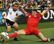 Lahm (Alemanha) e Gerrard (Inglaterra)