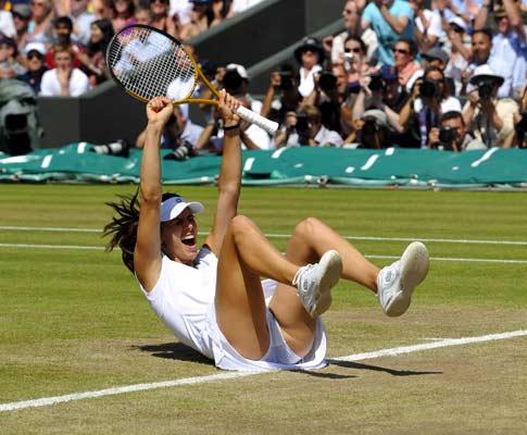 Pironkova afasta Venus Williams em Wimbledon
