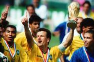 Mundial 1994: capitão Dunga lidera festejos do escrete (foto Atlântico Press/Picture Alliance/DPA)