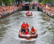 Holanda recebida nos canais de Amesterdão