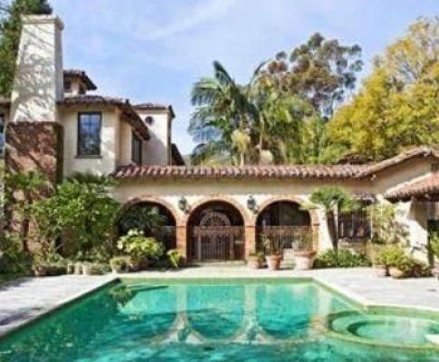 Casas dos famosos de hollywood est o venda tvi24 for Casa con piscina para dos personas