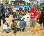 Supertubos: Tiago Pires entra na água
