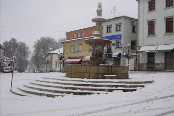 Resultado de imagem para a nevar em alijo