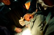 Bebé nascido a bordo do USS Bataan (EPA/Kristopher Wilson)