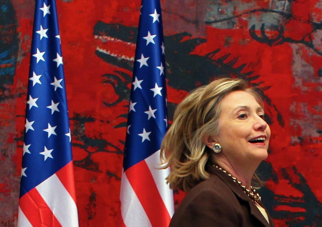 Secretária de Estado americana Hillary Clinton em visita a Belgrado (EPA/Srdjan Suki)