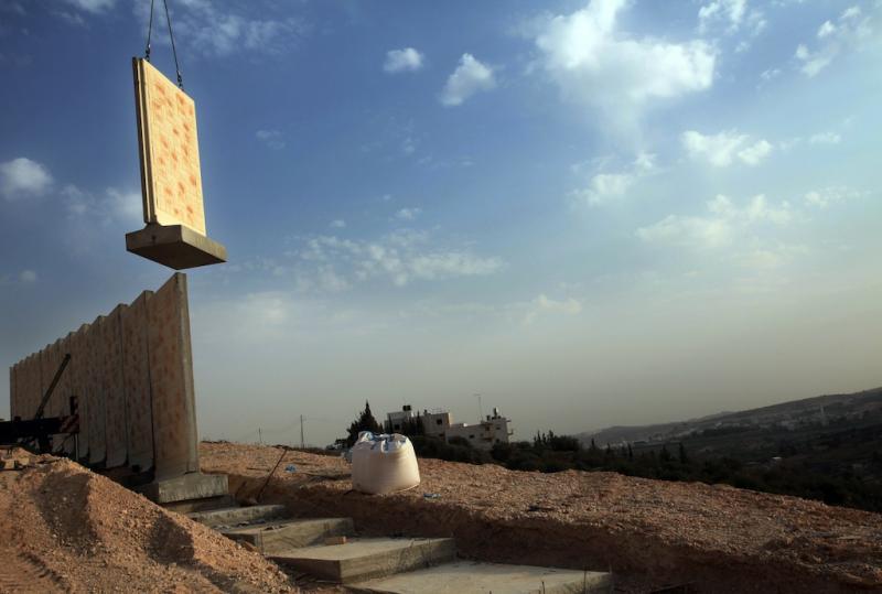 Construção de barreira de separação, perto de Jerusalém (EPA/Jim Hollander)