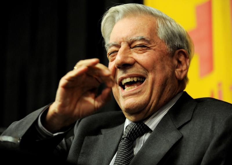 Mario Vargas Llosa recebe o Prémio Nobel da Literatura (EPA/Justin Lane)