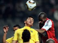 Paulão e André Leão em luta pela bola