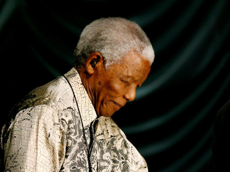 Nelson Mandela doente (EPA/KIM LUDBROOK)