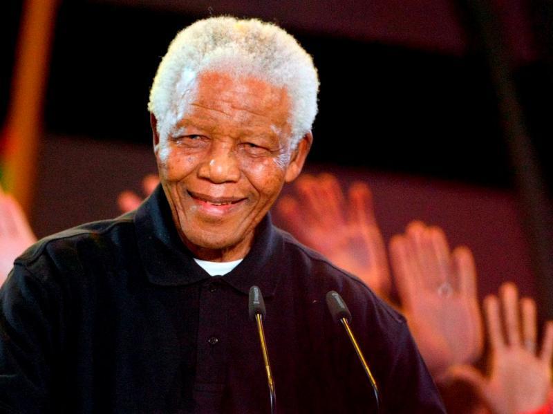 Nelson Mandela doente (EPA/JON HRUSA)