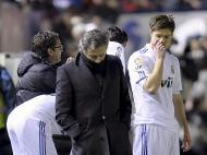 Mourinho e Xabi Alonso (EPA/Villar Lopez)