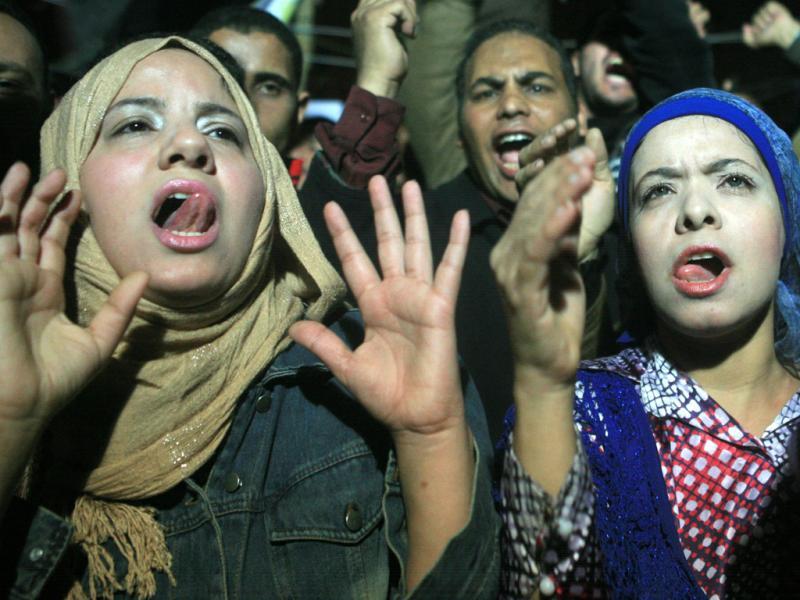 Egípcios festejam saida de Mubarak (EPA/LUSA)