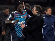 Lyon celebra o golo de Gomis