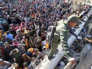 Líbia: mais de 100 mil pessoas já fugiram