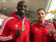 Obikwelu e Naide Gomes com as medalhas de Bercy