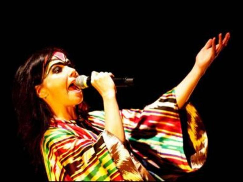 Cantora até já terá aconselhado os Gorillaz a gravar o seu novo álbum no iPad