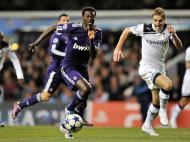 Adebayor tenta fugir a Dawson