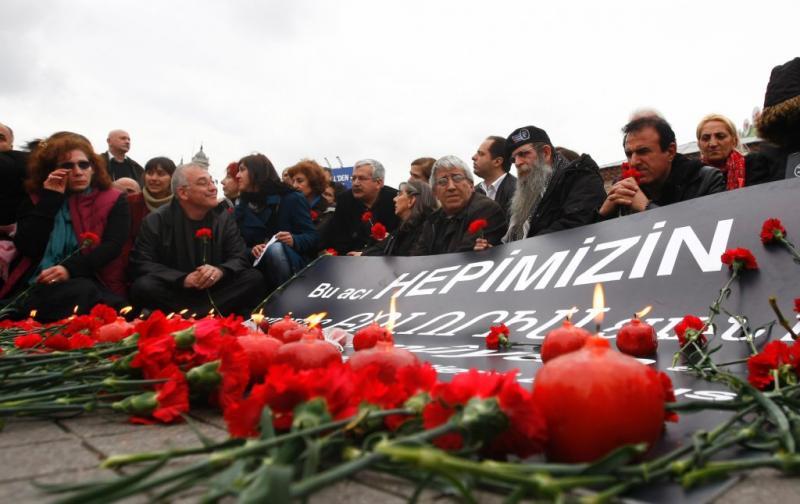 Grupo de turcos relembram o massacre dos arménios no Império Otomano
