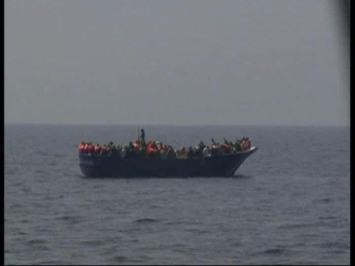 Líbios fogem para Itália