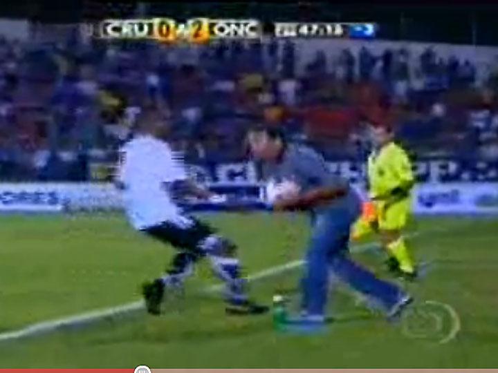 Treinador do Cruzeiro agride Rentería