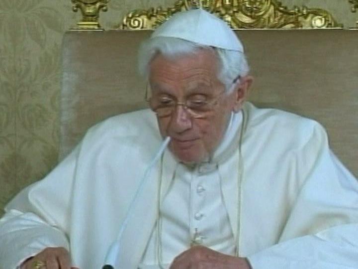 Papa fala via satélite para o Espaço