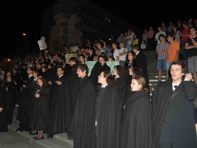 Estudantes protestam em comício da CDU em Coimbra, 24 de Maio (Hugo Beleza)