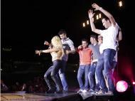 Jogadores do Barça celebram com Shakira