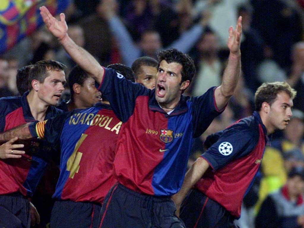 Figo, festa no Barça antes do adeus (Reuters/Gustau Nacarino)