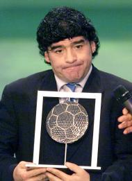 Maradona eleito jogador do século a meias com Pelé (Reuters/Vincenzo Pinto)