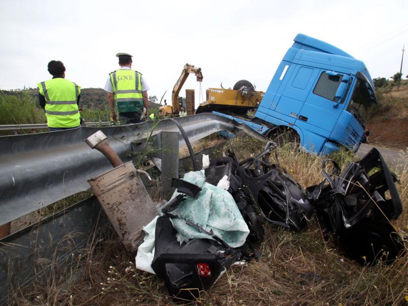 Acidente rodoviário provoca dois mortos - NUNO VEIGA/LUSA