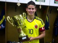 James Rodriguez com o prémio de melhor jogador de Toulon (Foto: twitter pessoal)
