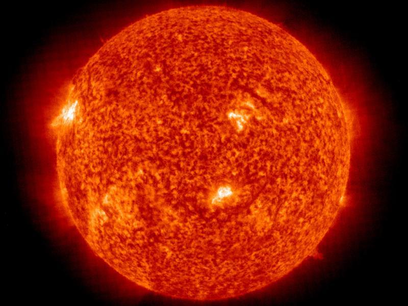O sol é laranja