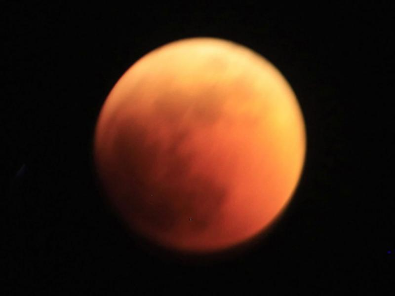 Eclipse lunar no Sudão (EPA/PHILIP DHIL)