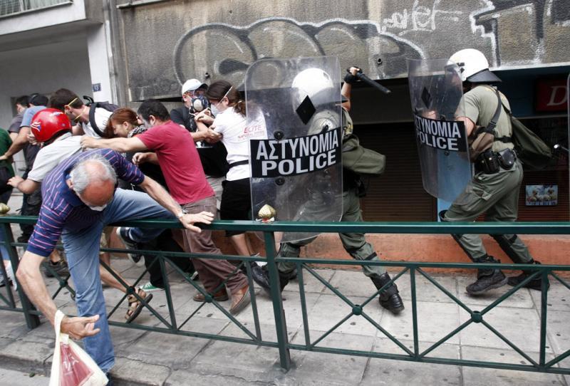 Grécia a ferro e fogo - STR New / Reuters