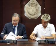 Fábio Coentrão e Florentino Perez Fotos: Lusa