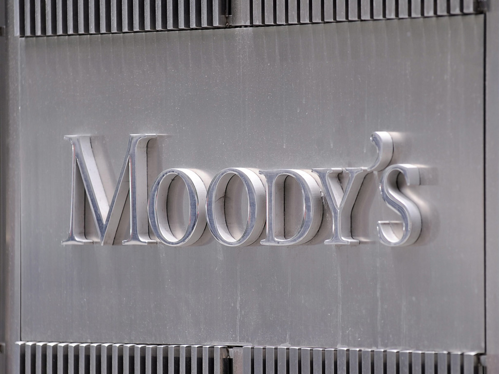 Moody's поставило рейтинг РФ на пересмотр с перспективой понижения
