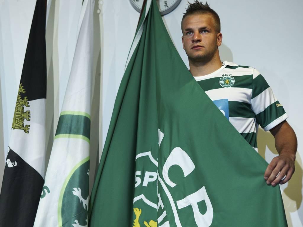 Atila Turan apresentado no Sporting