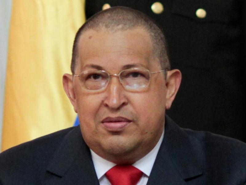 Hugo Chávez aparece de cabeça rapada [Reuters]