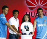Thiago Motta, Julio Cesar, Luis Figo e Bedy Moratti - Apresentação Vision em Pequim Fotos: Reuters
