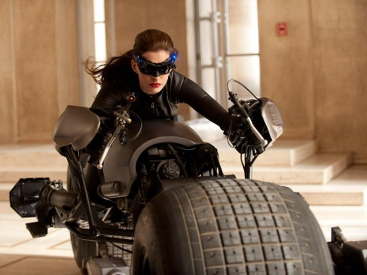 Catwoman/Selina Kyle em «The Dark Knight Rises» (foto do site oficial da Warner Bros.)