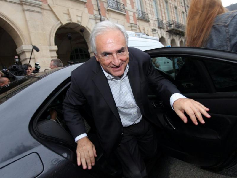 Strauss-Kahn regressa a França (EPA/MAXPPP/OLIVIER CORSAN)