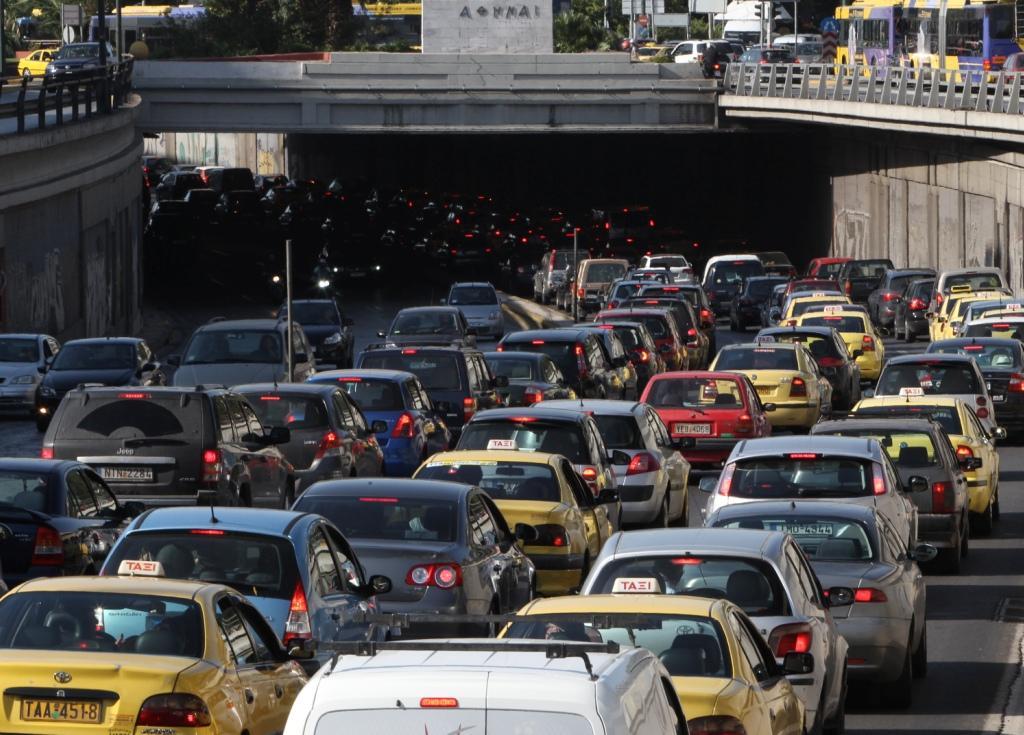 Greve nos transportes provoca o caos em Atenas. (REUTERS /John Kolesidis)