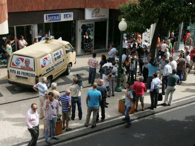 Barricados no Jornal da Madeira [LUSA]