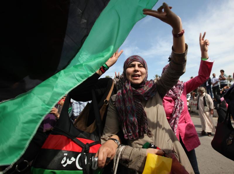 Festejos após anúncio da morte de Khadafi na Líbia (Reuters)