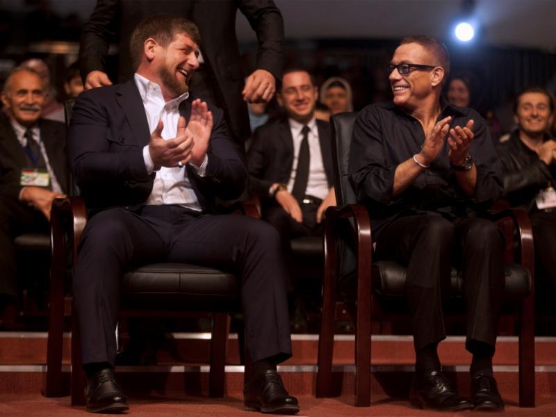 Ramzan Kadyrov no seu 35º aniversário e Jean-Claude Van Damme (foto Reuters)