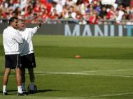 Ferguson, 25 anos: com Benitez e a Taça dos Campeões em fundo