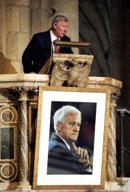 Ferguson, 25 anos: homenagem a Bobby Robson
